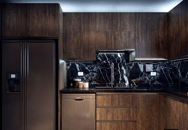 Indian black granite on counter wall