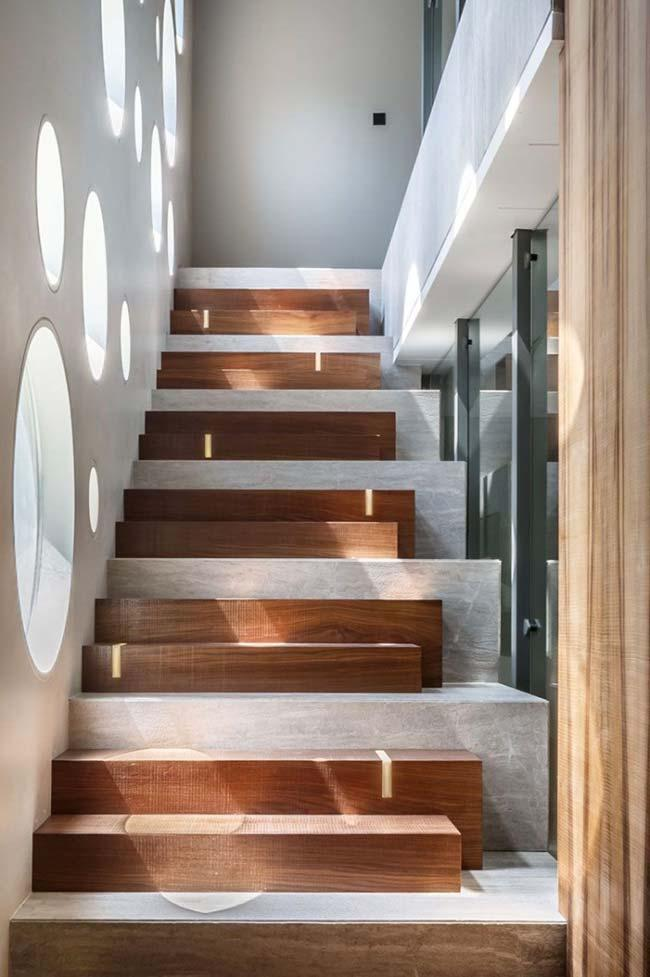Ladder that mixes steps of various sizes