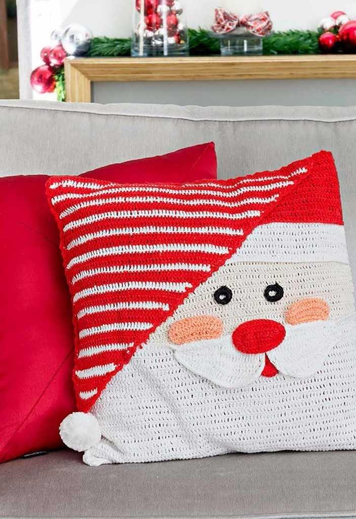 Christmas Cushions: 60 Decorating Ideas and How to Make 35