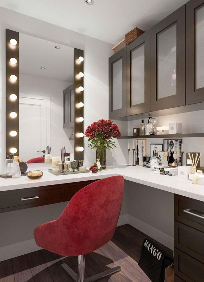 Dressing table dressing room tailored to fit the contour of the bedroom