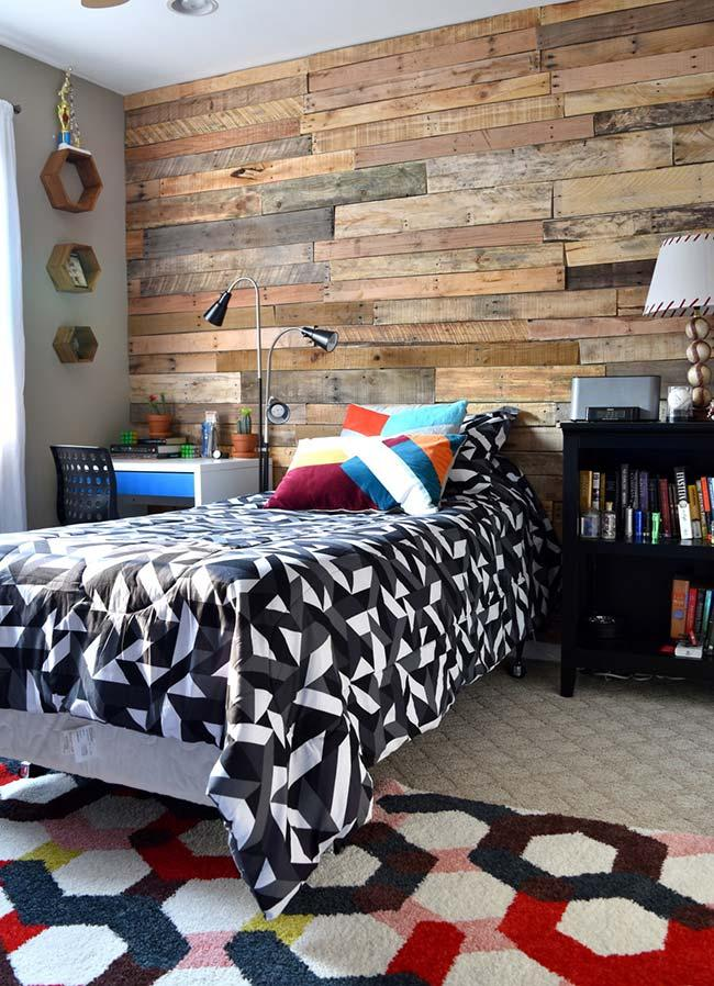 Modern room with a pallet wall