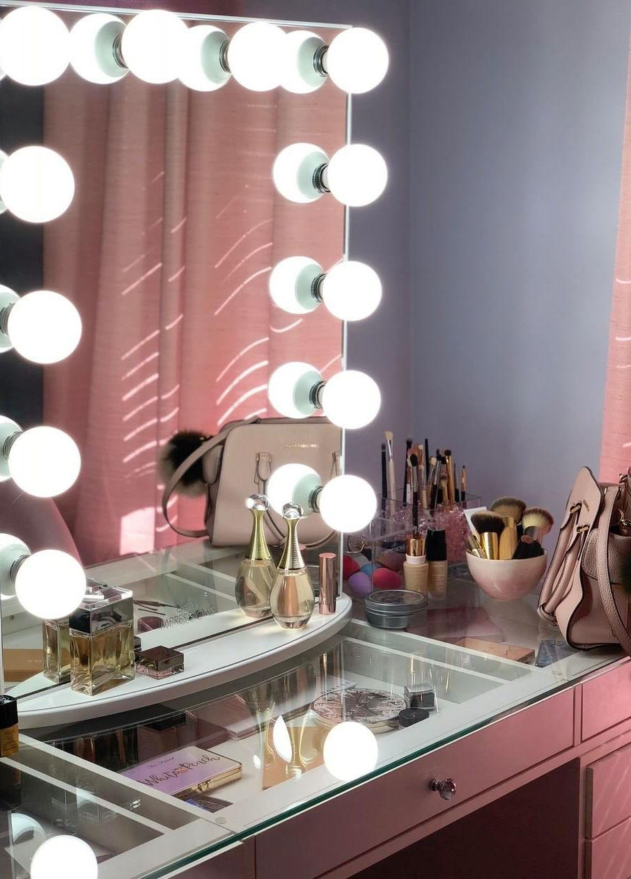 Dressing table Dressing room with glass top