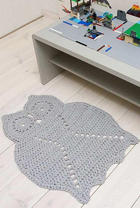crocheted owl rug with a single color