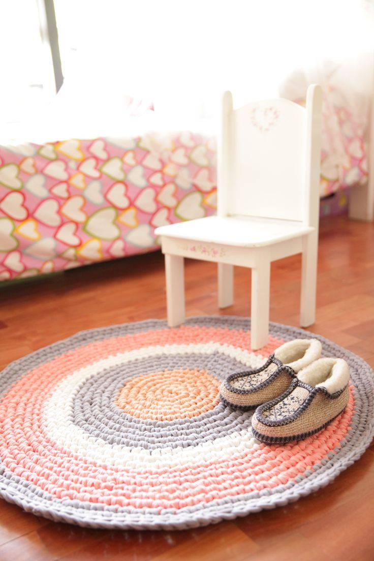 Colorful round crochet rug