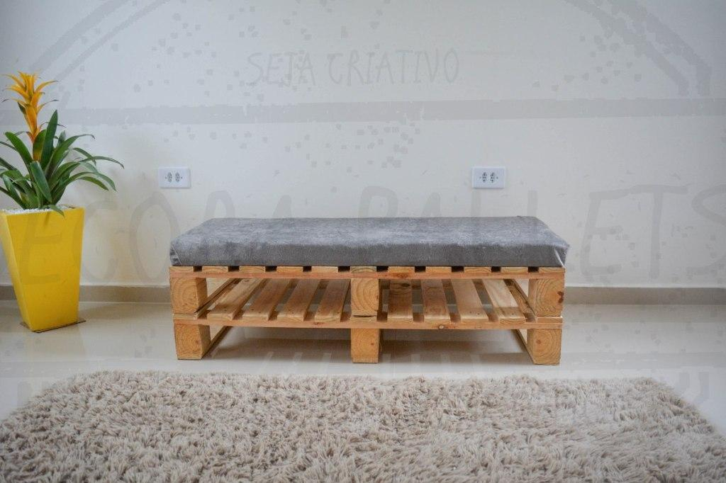 Simple and easy-to-make pallet bank