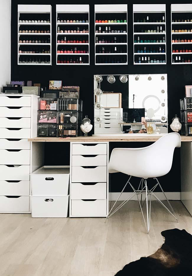 Beauty space with dressing room dressing table