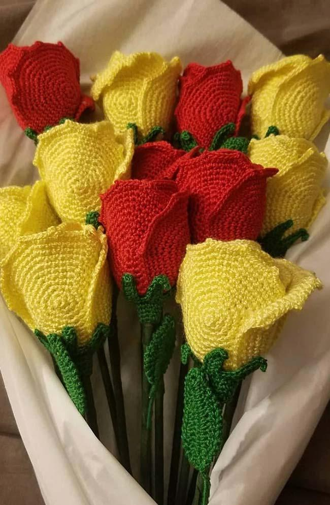 Bouquet of crocheted roses
