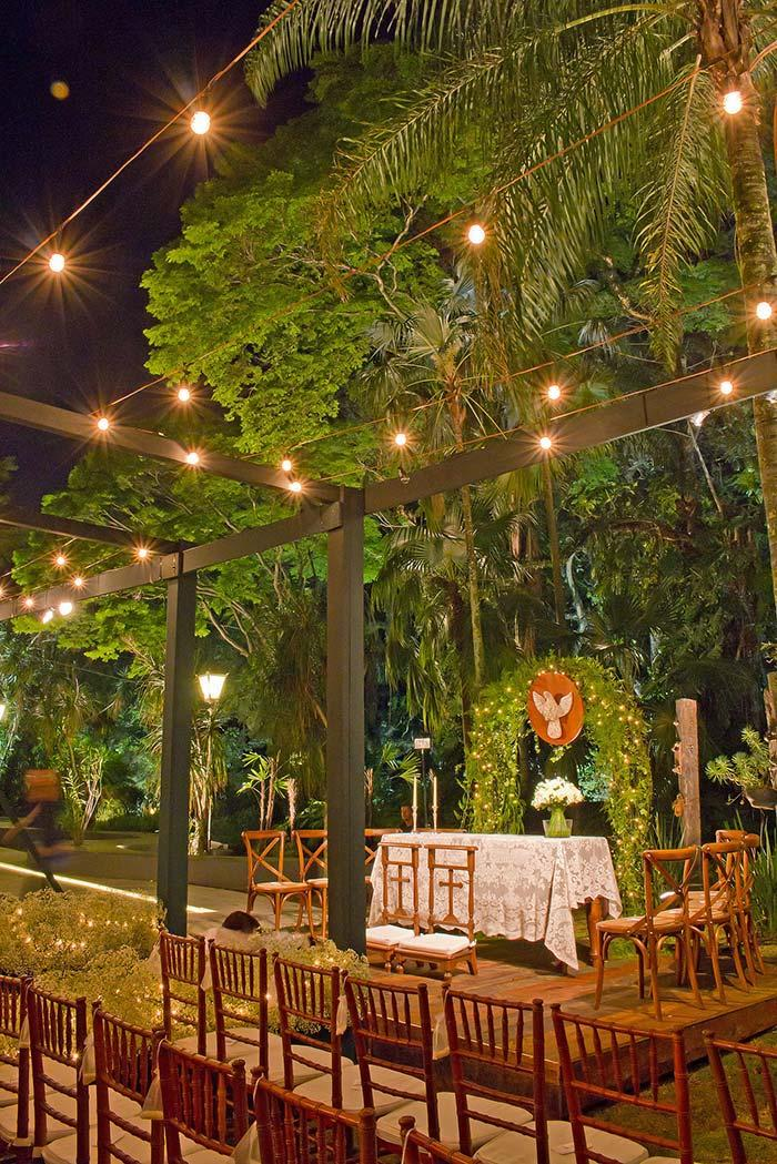 Mini wedding in the open air at night