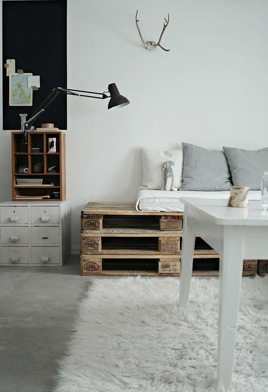 Pallet sofa with gray and white decoration
