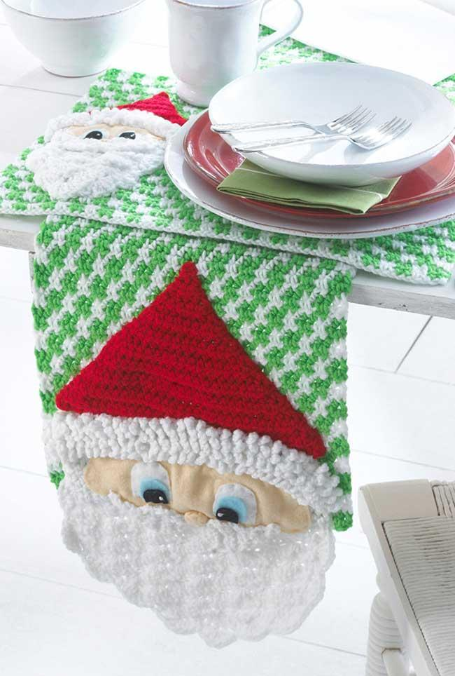 All the Christmas spirit for the crochet table path!