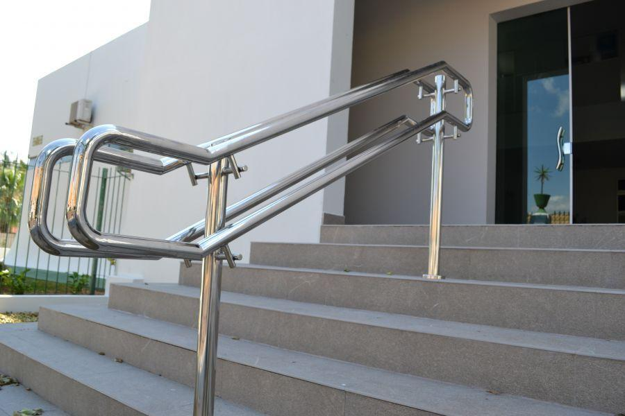 Stainless steel handrail: see tips and 60 models with photos