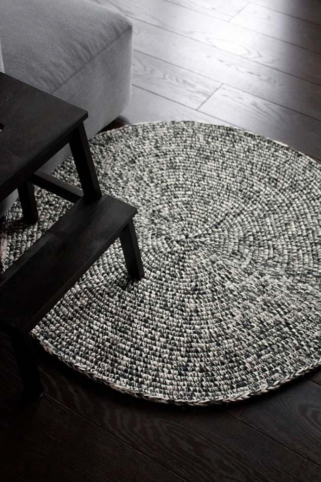 Black and white blended crochet rug