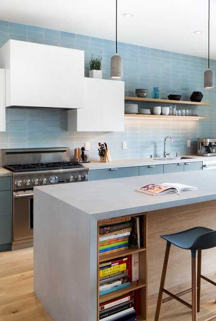 Light blue for an illuminated kitchen