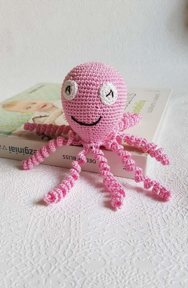 Make a crochet octopus in the color you want