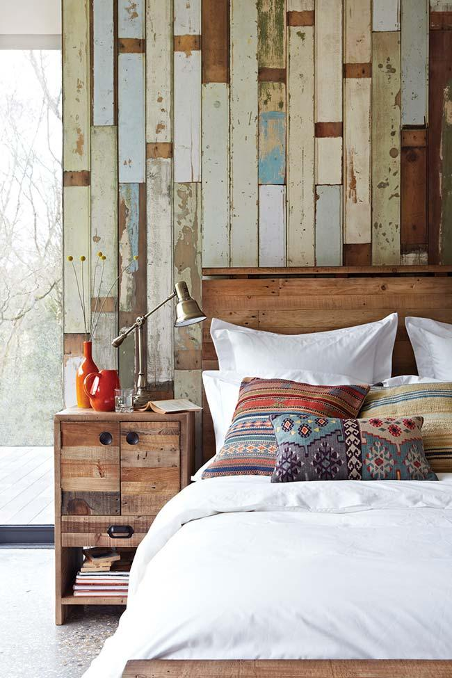 Colored pallet wall