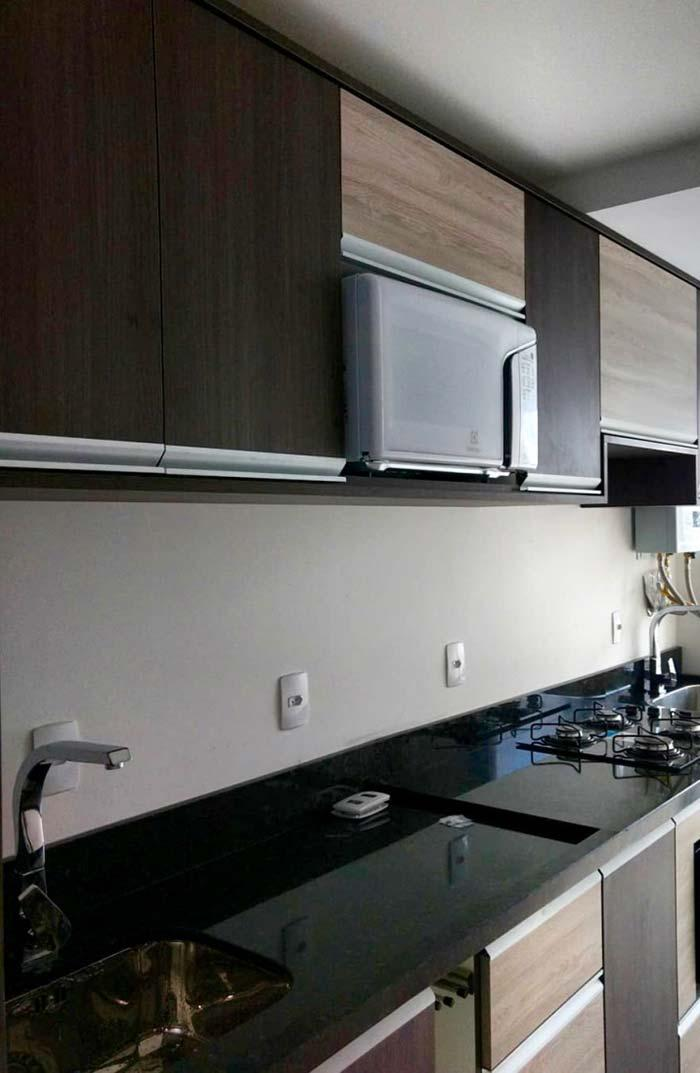 Cabinets in combination with the Ubatuba Verde countertop