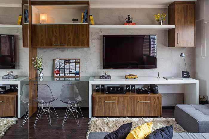 The darker laminate leaves the room cozy