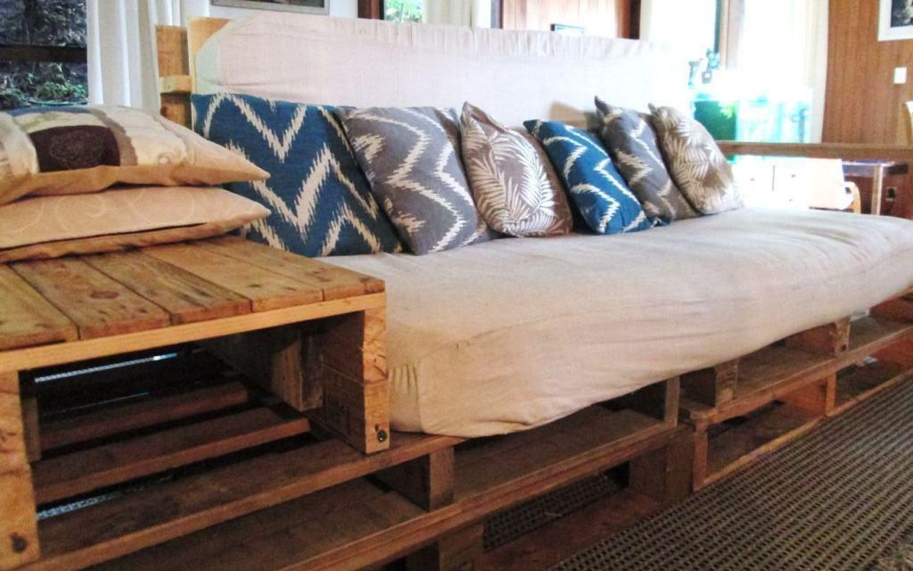 Traditional pallet sofa