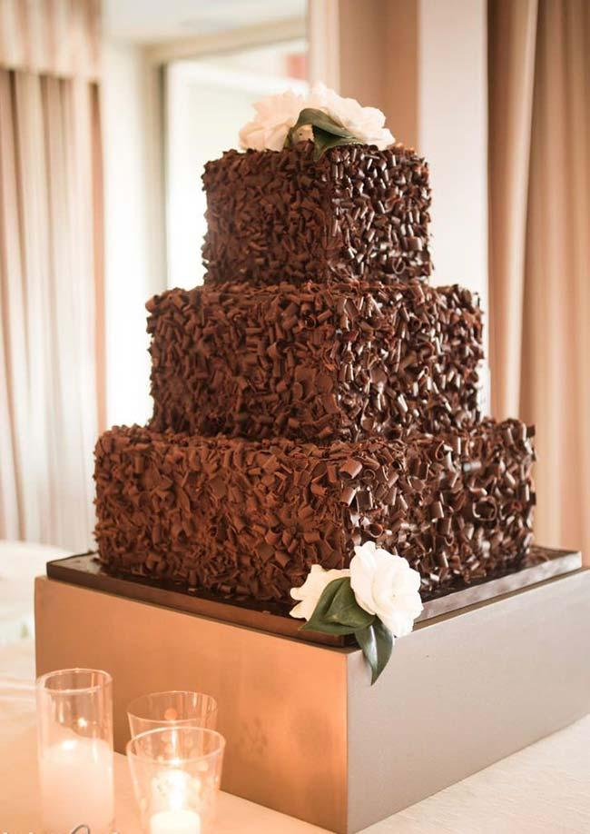 Simple mouth-watering wedding cake