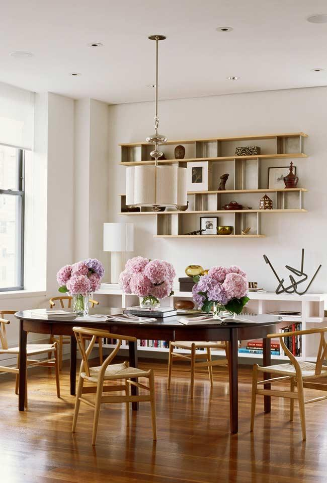 A touch of warmth with flower arrangements on the table