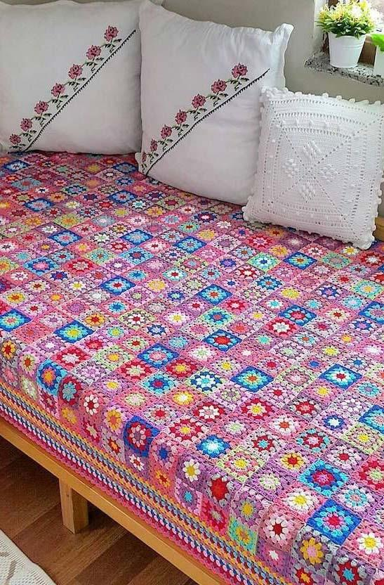 Crochet bedspread as inspiration to make with fuxicos