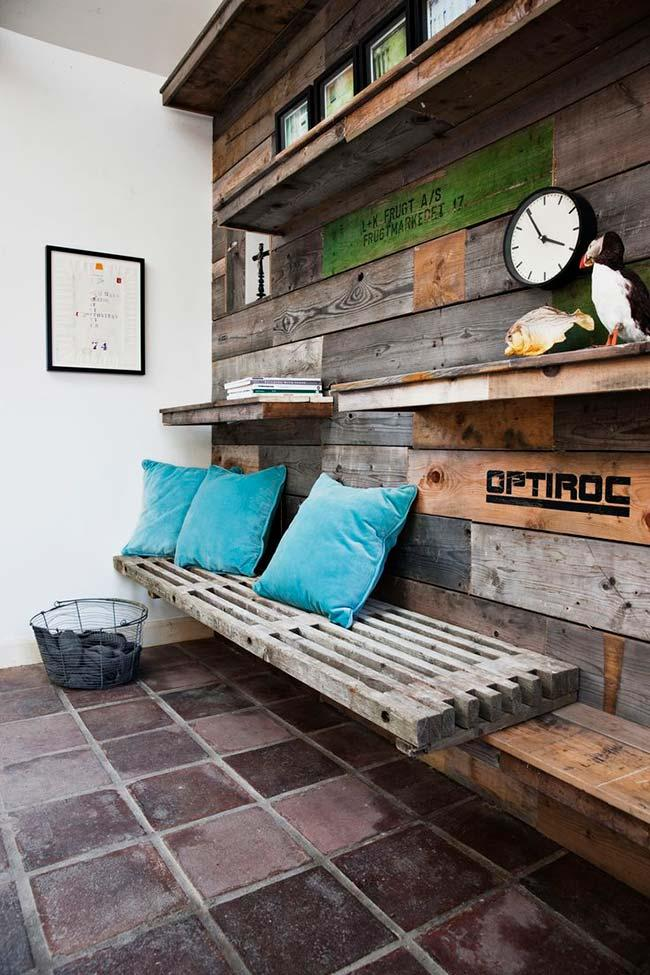 Handicrafts with pallets in the room