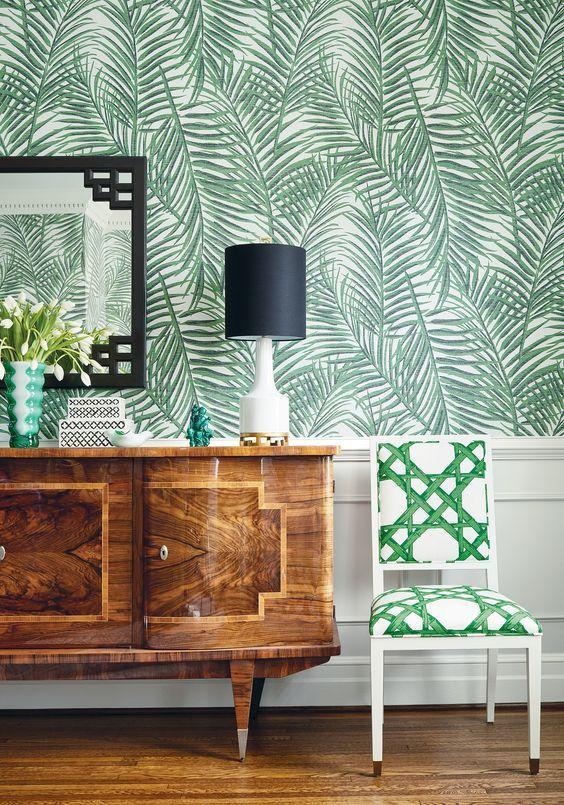 Wallcovering with foliage pattern