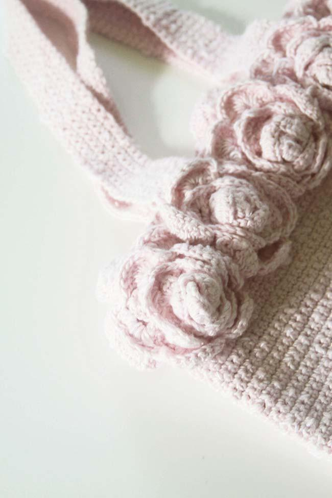 Crochet bag with roses application