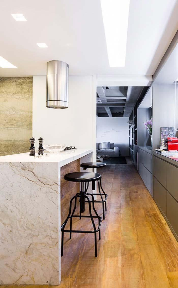 White marble counter in the kitchen