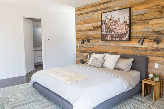 Wall of pallets for the bedroom