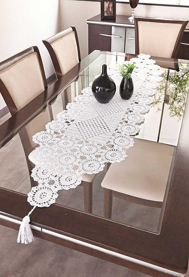 Dining table with crochet path and pots