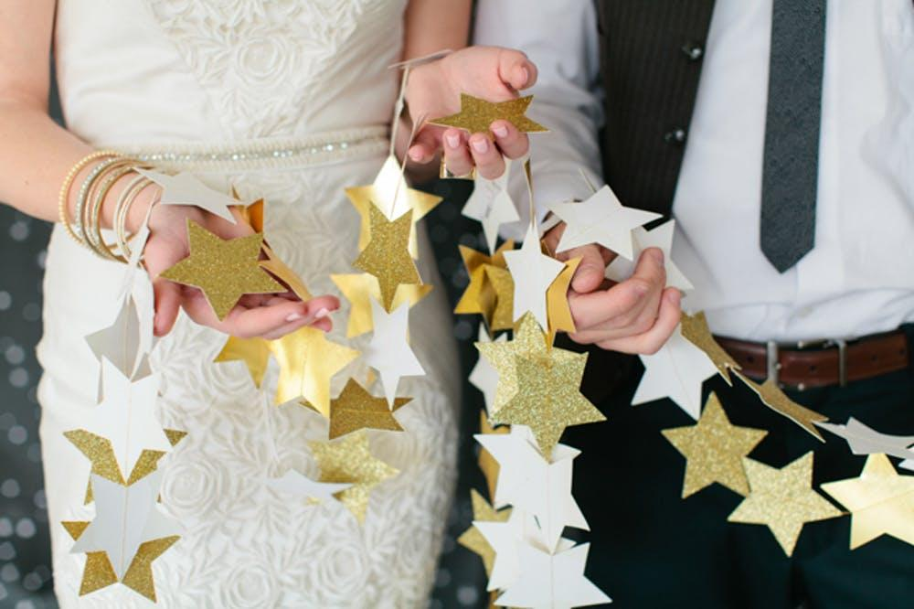 Do-it-yourself wedding decoration: white and gold star ribbon