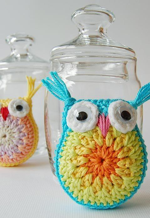 Crochet owl to decorate jars and glass jars.