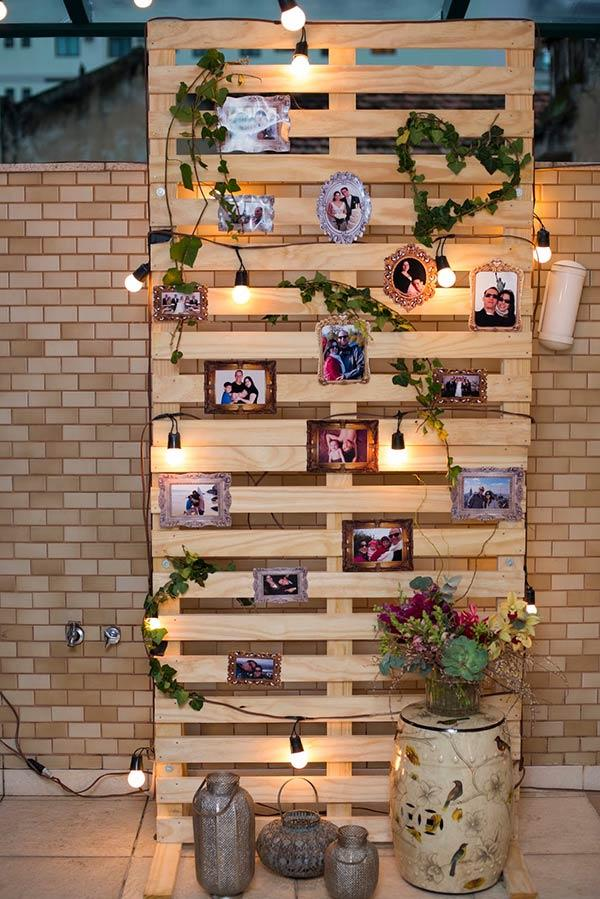 Use the pallet to hang your best photos