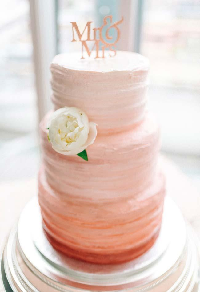 Simple wedding cake with shade gradient