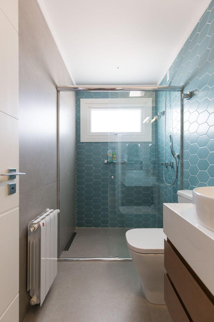 Bathroom with turquoise blue color