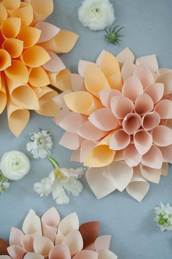 Make yourself wedding decoration: paper cones form giant flowers to decorate the wedding
