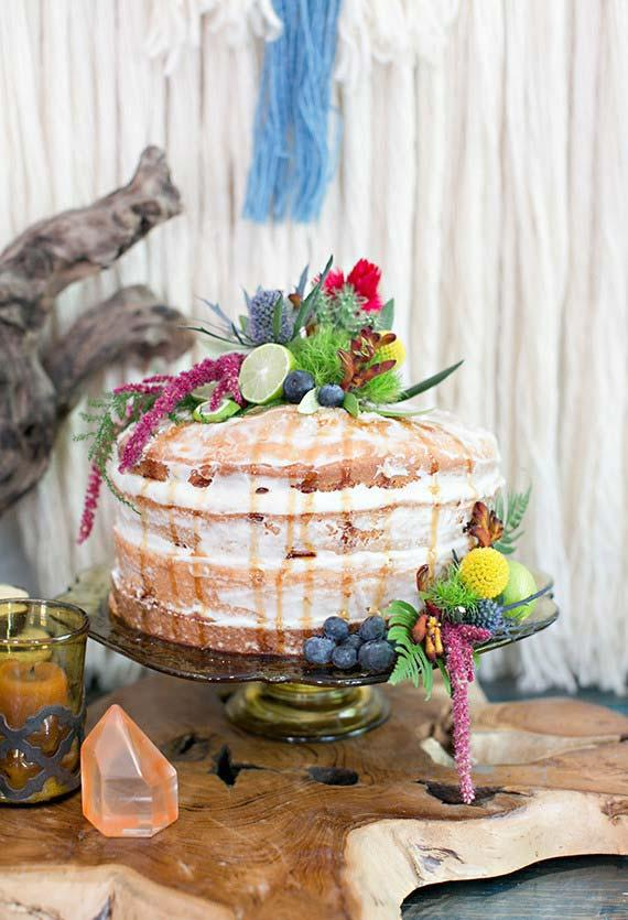 Half-naked cake for party decoration