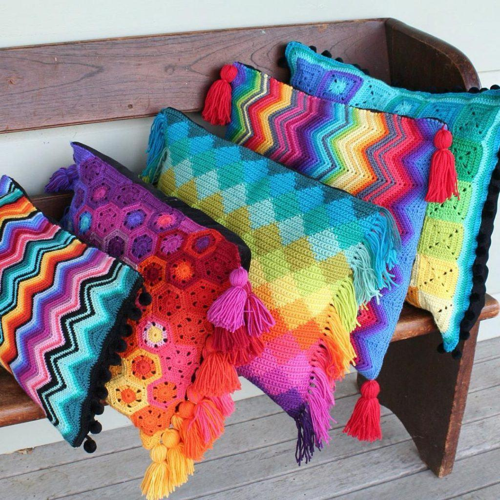Cushion-of-croche-color-8