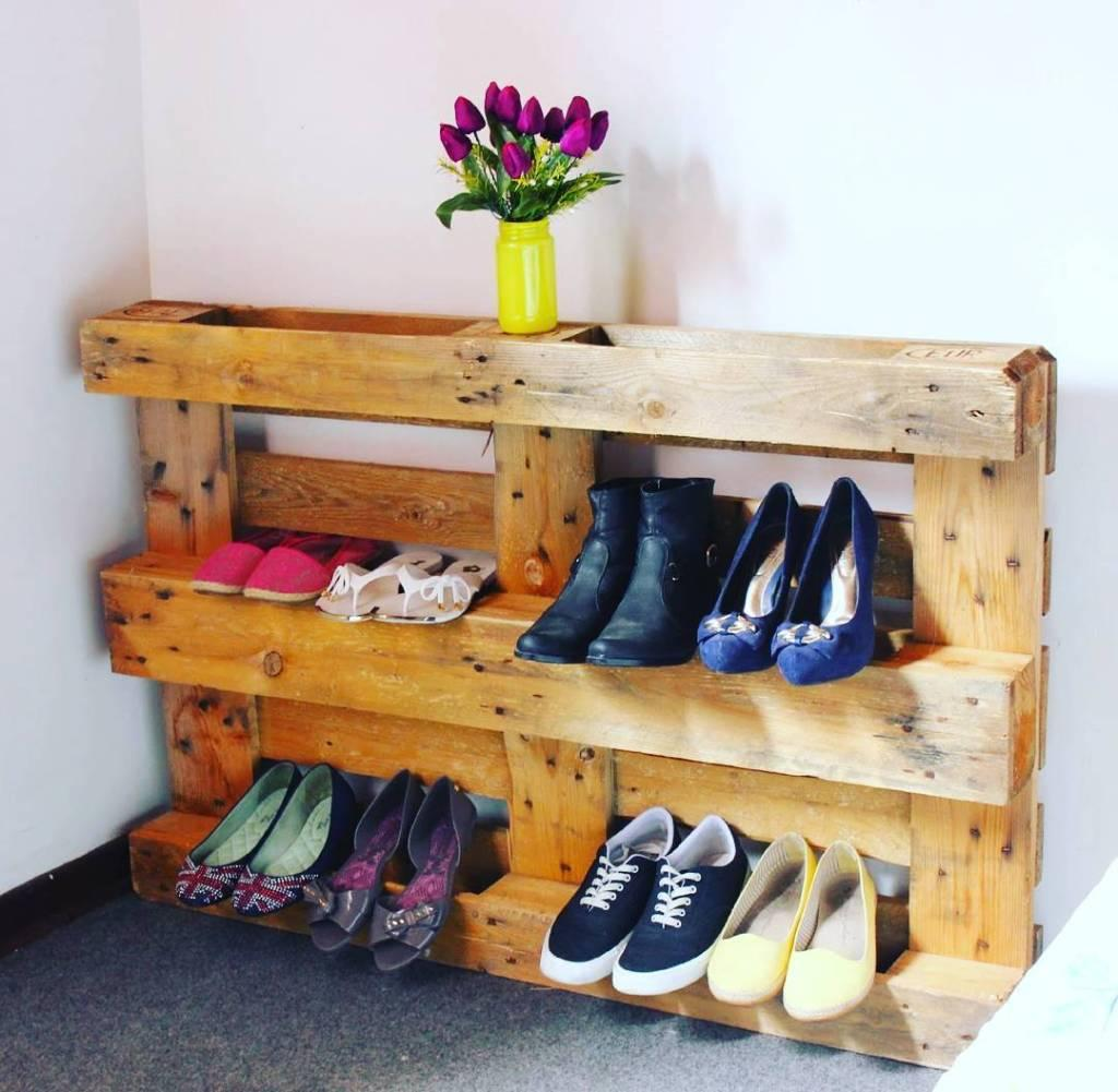 Support the shoe rack without the need for nails