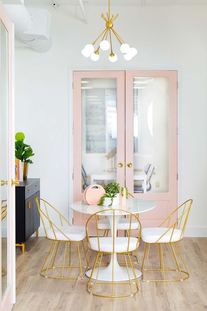 Mixture of a shade of pastel pink and yellow-gold in the environment