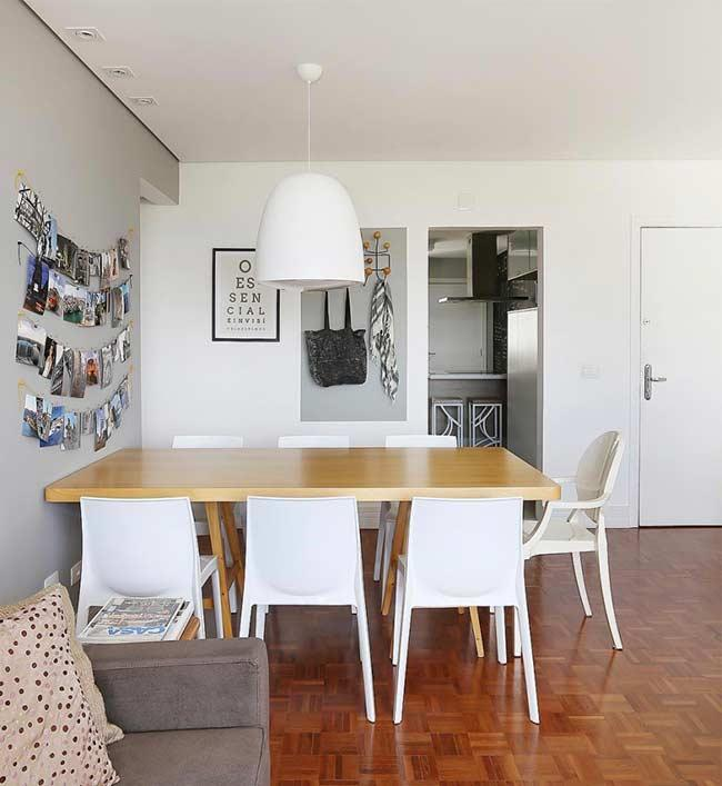 Decorate the wall of the dining table