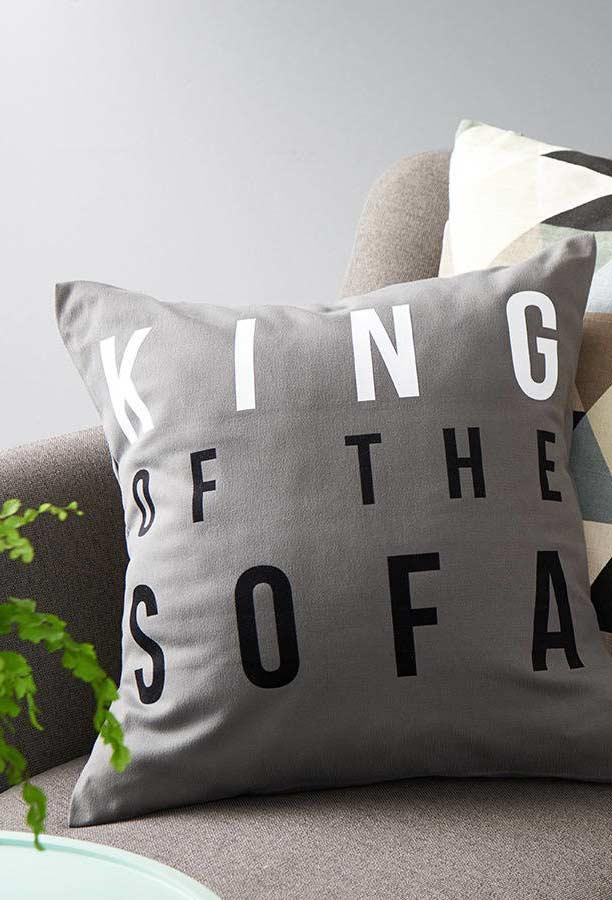Fun pillows: 60 models filled with joy to be inspired 13