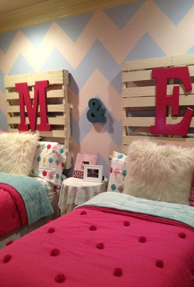 Single bed headboard with pallets