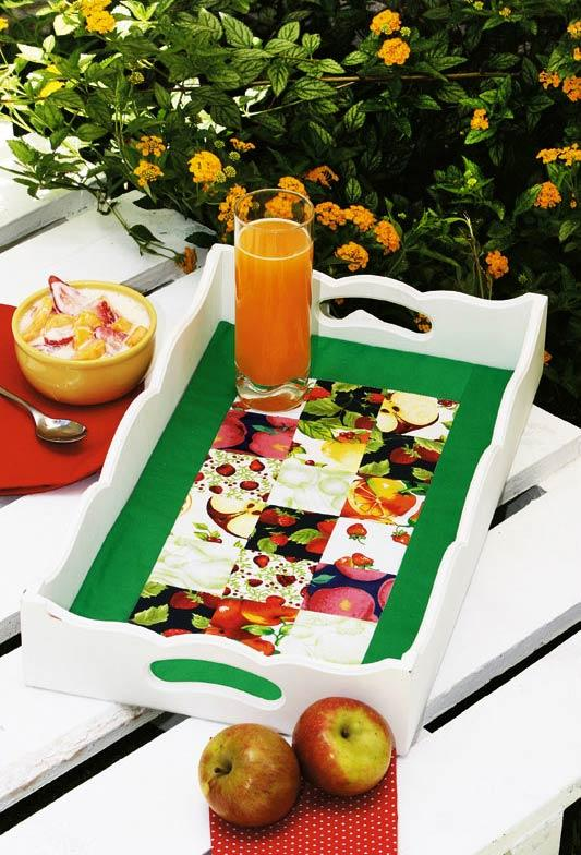 Wooden tray with center in patchwork