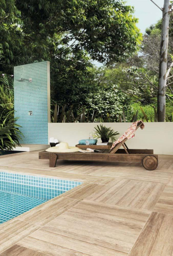 Porcelanato wood for pool area