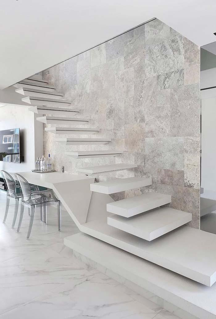 Porcelain tiles in the wall of the staircase