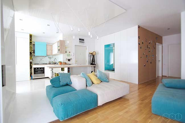 Clean residence with a touch of color