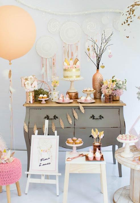 Sweet table with neutral colors