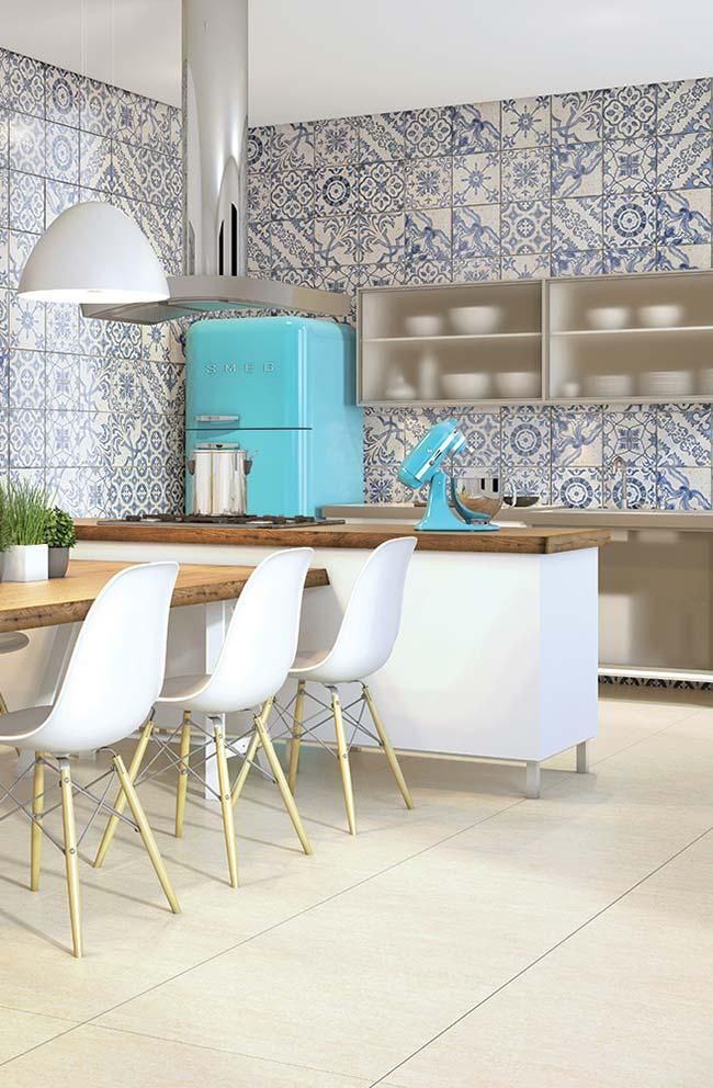 Neutral color floor in Portuguese tiled environment